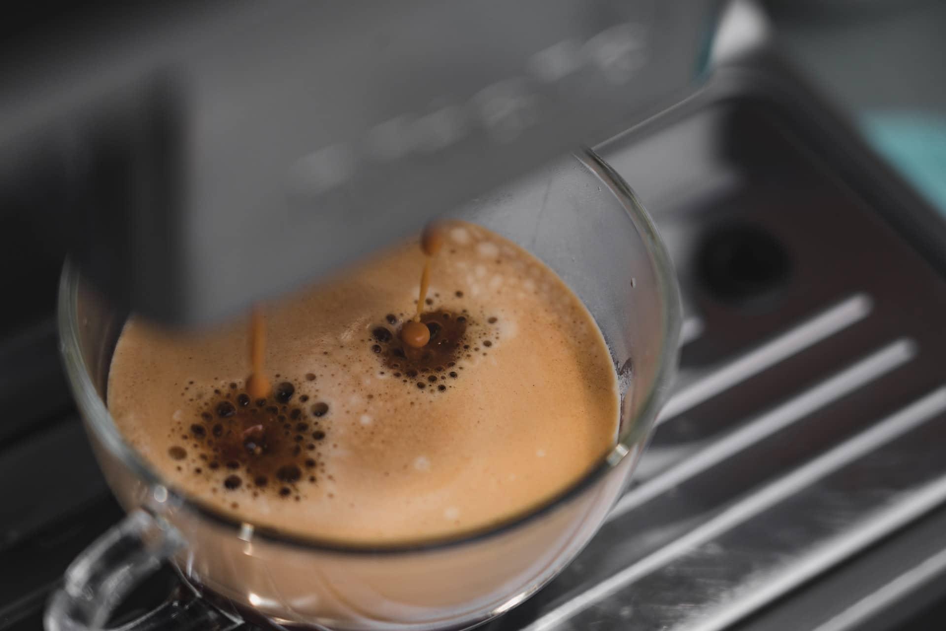 Ce-i mai bun: cafea la ibric sau la espressor? Cantitatea de cofeină, relativă