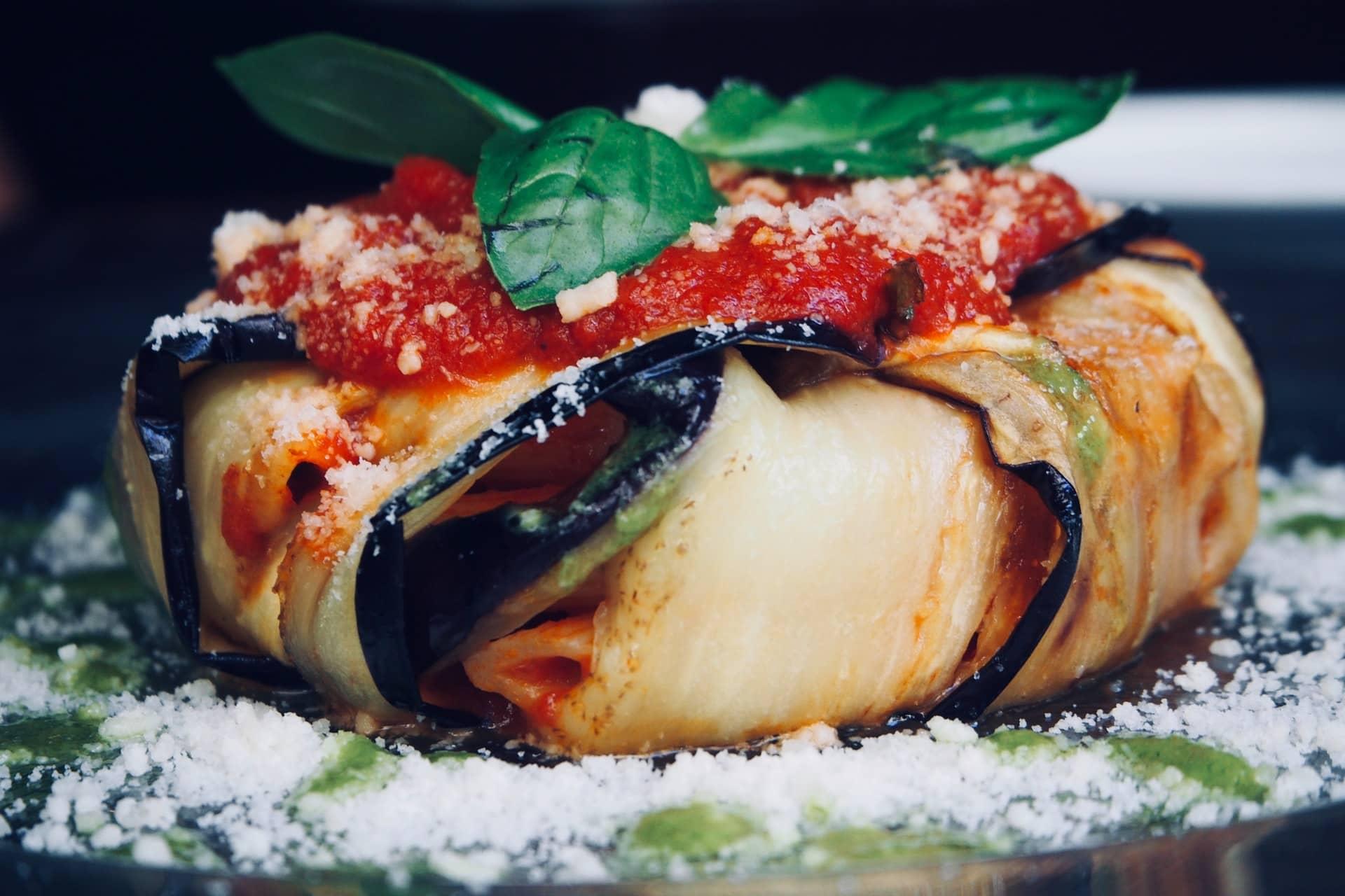 Mâncarea italiană - vinete coapte cu parmezan
