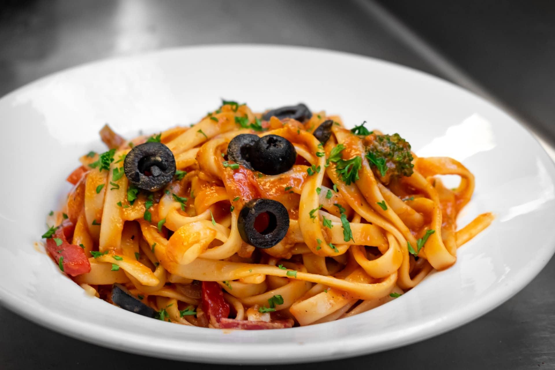 Mâncarea italiană - Tagliatelle in sos rosu